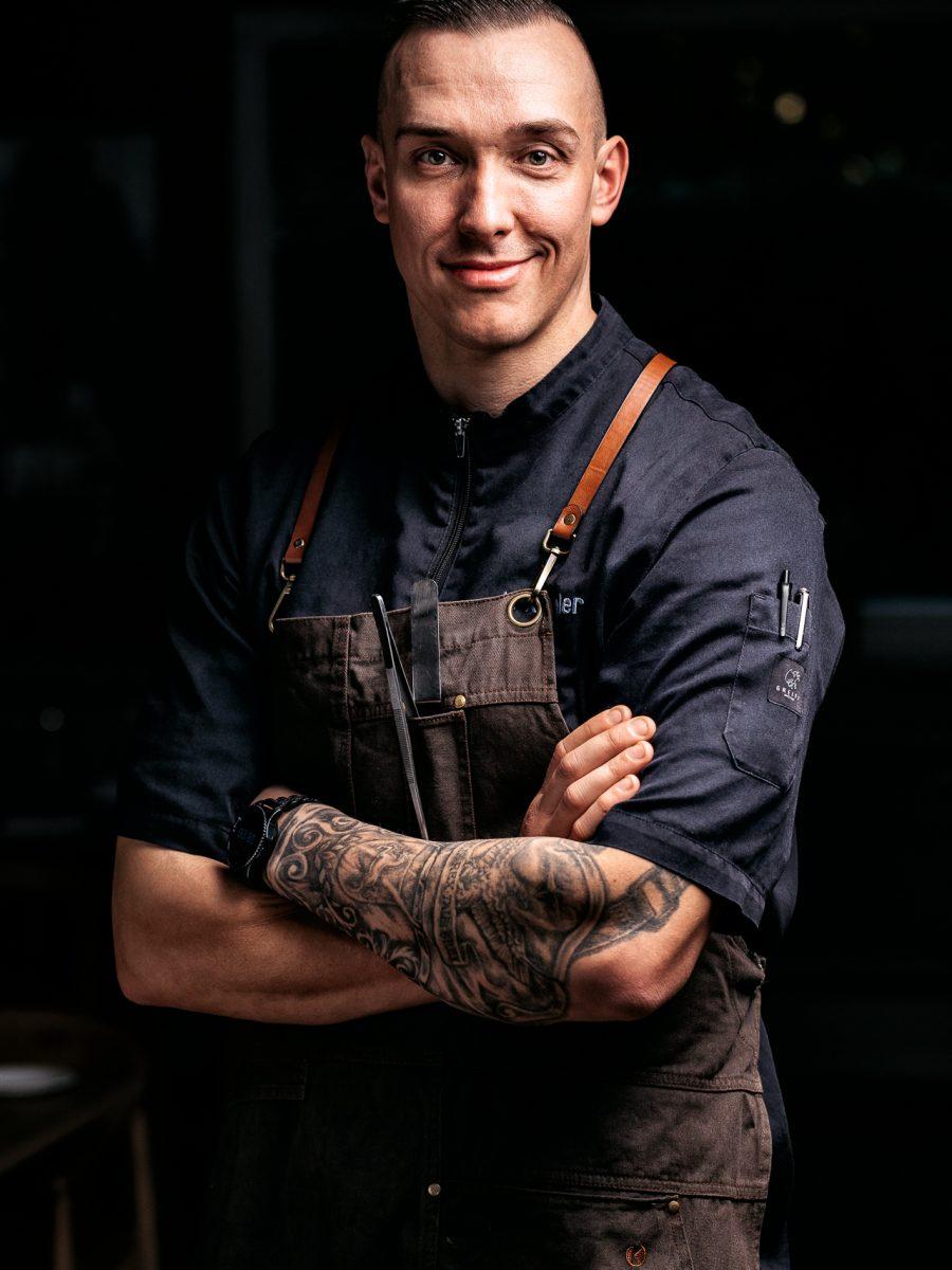 Junger Koch in der Max Schmeling Halle im Forsthaus Friedrichsruh
